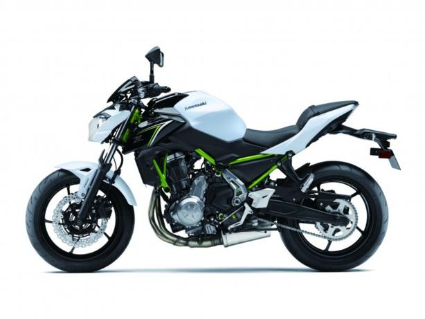 Les vérifs techniques du permis moto A2 sur la Kawasaki Z650 en conditions d'examen