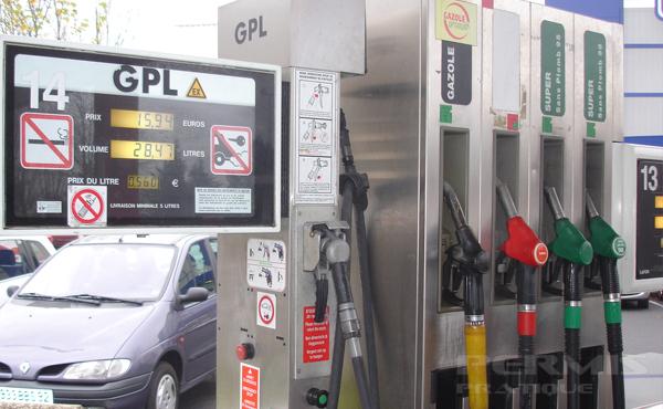 Faire le plein d'une voiture GPL