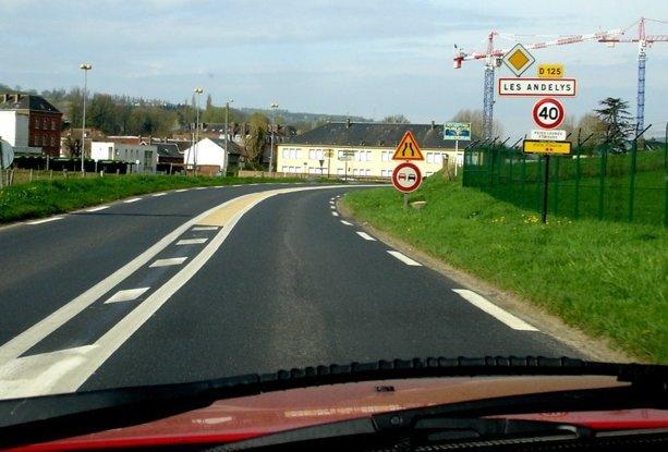 Attention entrée en agglomération avec de plus une vitesse maxi de 40 km/h !