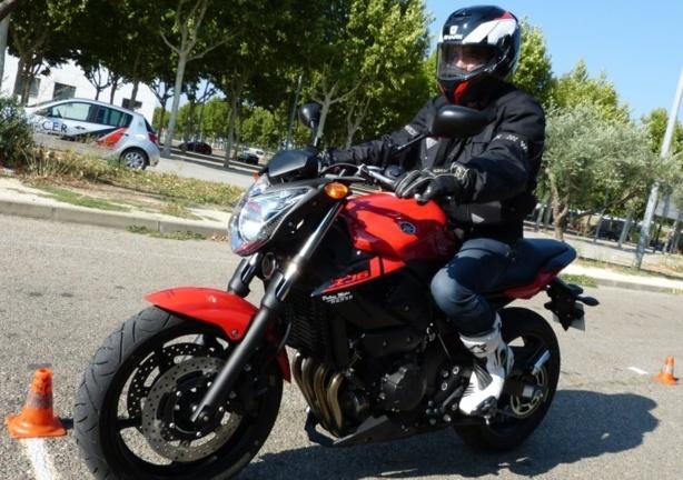 Comment avoir son permis moto sans le passer