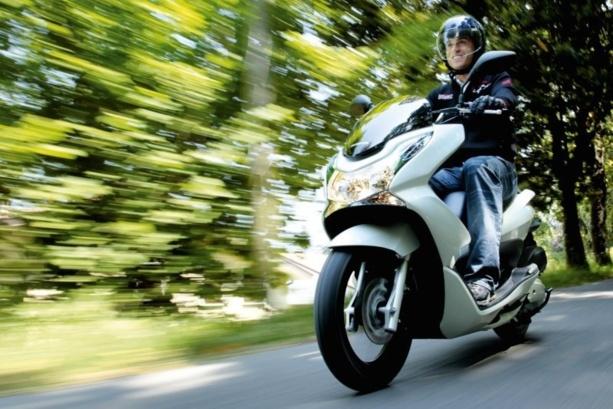 Conduire moto permis voiture