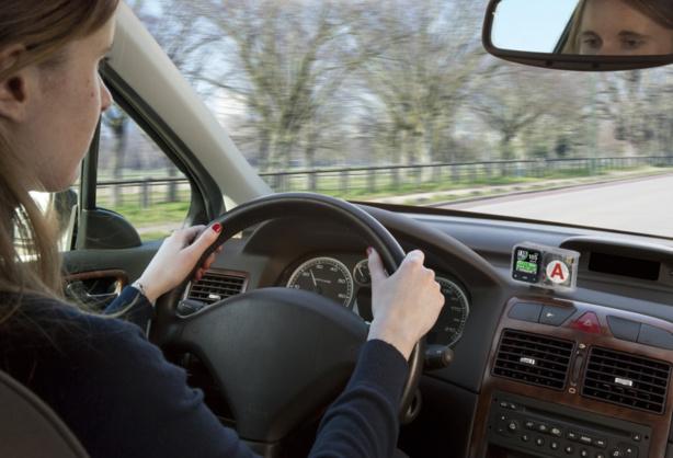 coyote enfin un avertisseur de vitesse pour les jeunes conducteurs en p riode probatoire. Black Bedroom Furniture Sets. Home Design Ideas