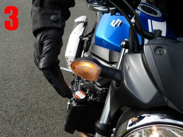 Les vérifs techniques du permis moto sur la Suzuki SV650 en conditions d'examen