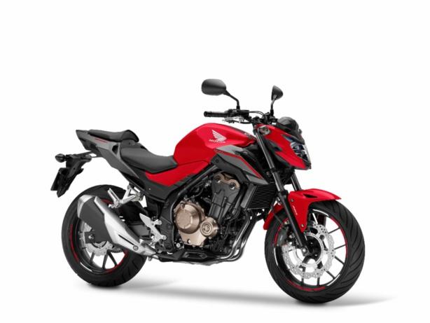 Les vérifs techniques du permis moto sur la Honda CB500F en conditions d'examen