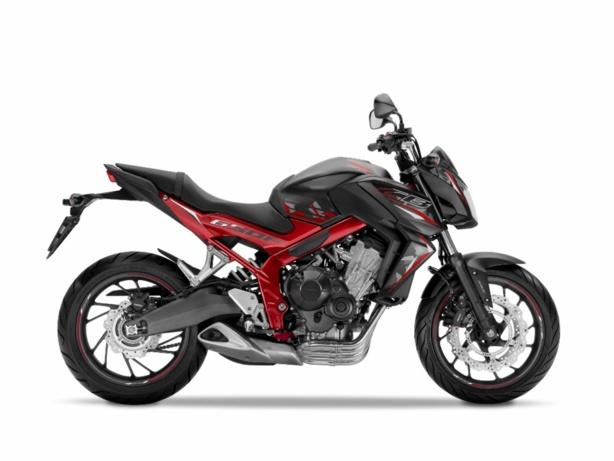 Les vérifs techniques du permis moto sur la Honda CB650F en conditions d'examen