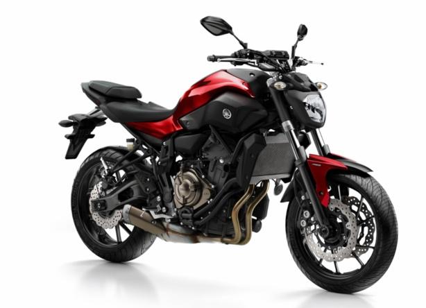 Les vérifs techniques du permis moto A2 sur la Yamaha MT-07 en conditions d'examen