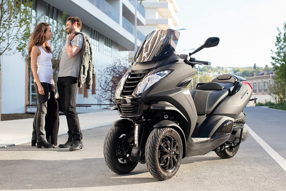 tout savoir sur ces maxi scooters trois roues l5e conduisibles avec un simple permis b auto. Black Bedroom Furniture Sets. Home Design Ideas