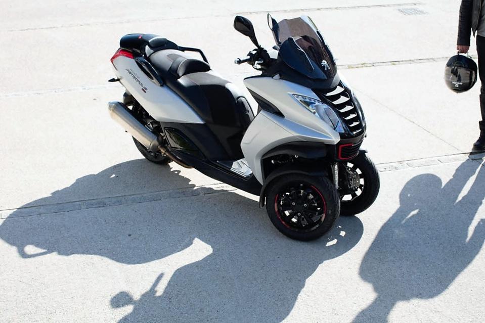 Tout savoir sur ces maxi scooters trois-roues (L5E) conduisibles avec un simple permis B auto