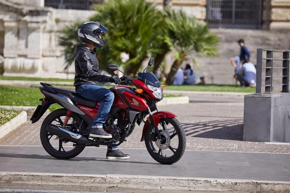 La moto moins chère que les transports en commun