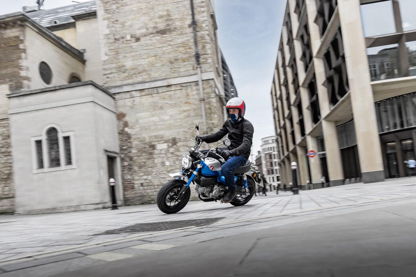 Monkey, Dax … Les permis pour conduire les mini Honda d'aujourd'hui et d'hier